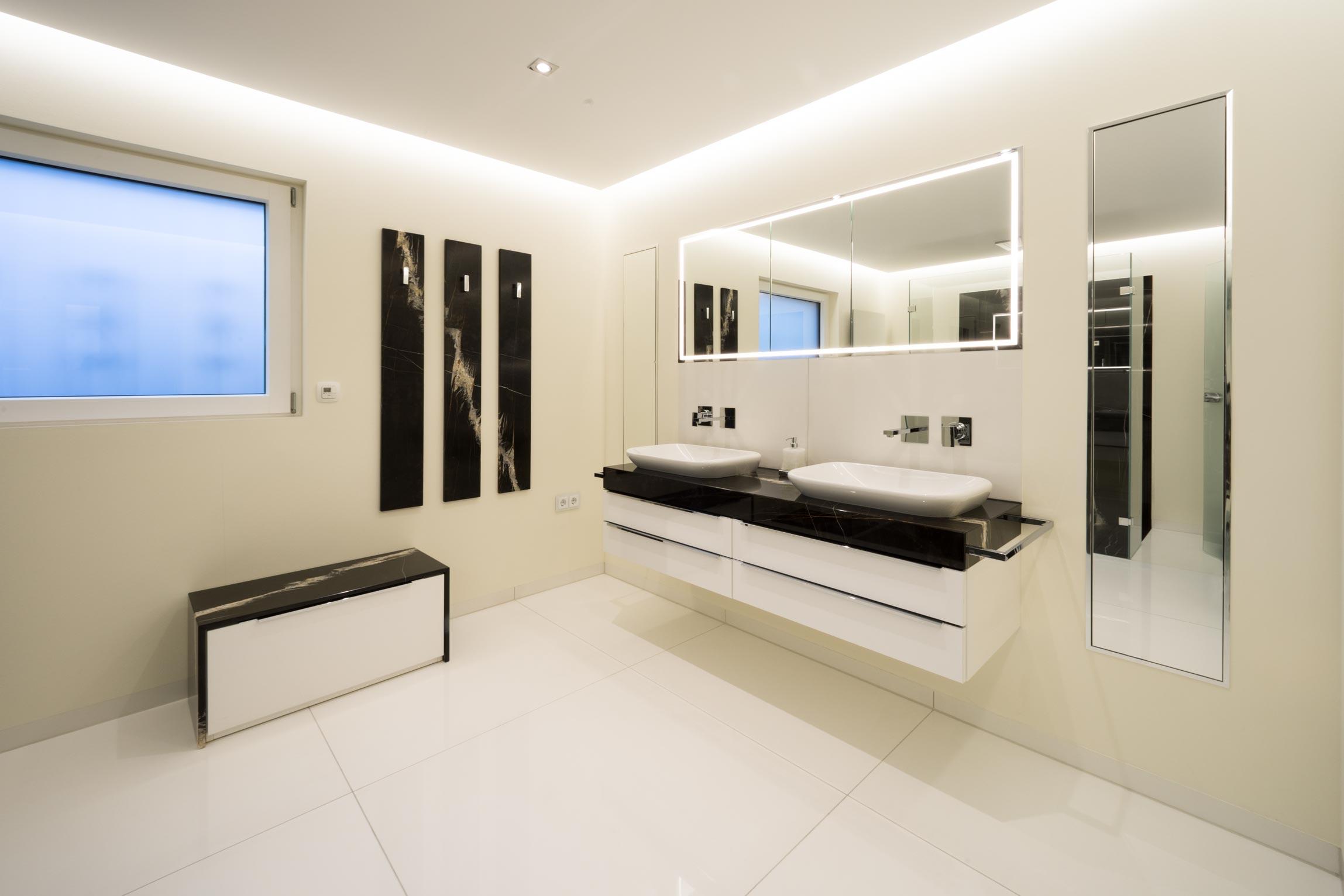 strau badezimmer in der zeitschrift das bad. Black Bedroom Furniture Sets. Home Design Ideas